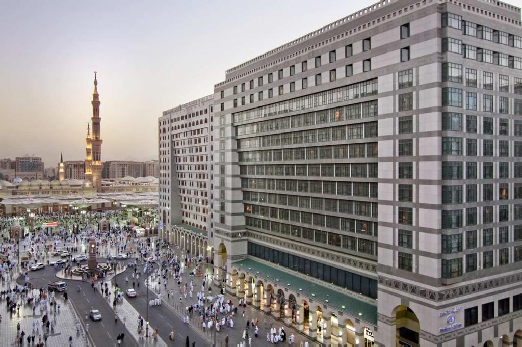 e840e421_medhihi_medhi_exterior_hotel_with_holy_mosque1_s-original